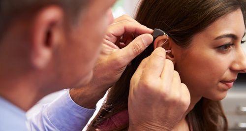 prothese auditive sur-mesure : l'adaptation immédiate signe-t-elle la mort d'un savoir-faire ?