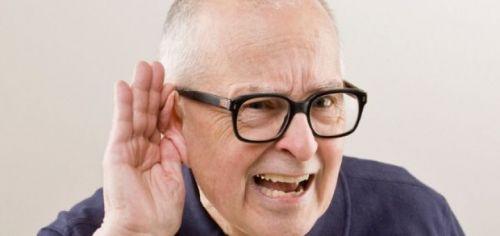 appareillage auditif contour d'oreille et paire de lunettes adaptées : comment bien choisir sa prothèse auditive